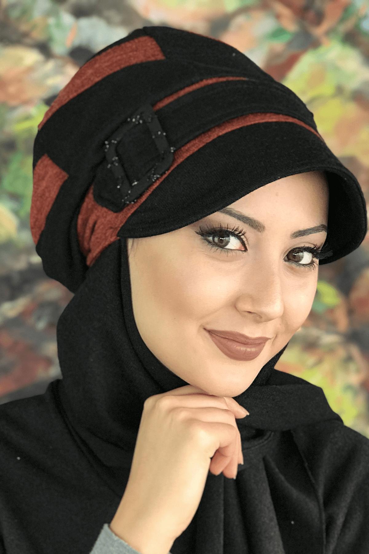 Saltanat Kırmızısı Şerit Detaylı Siyah Atkılı Tokalı Şapka Şal