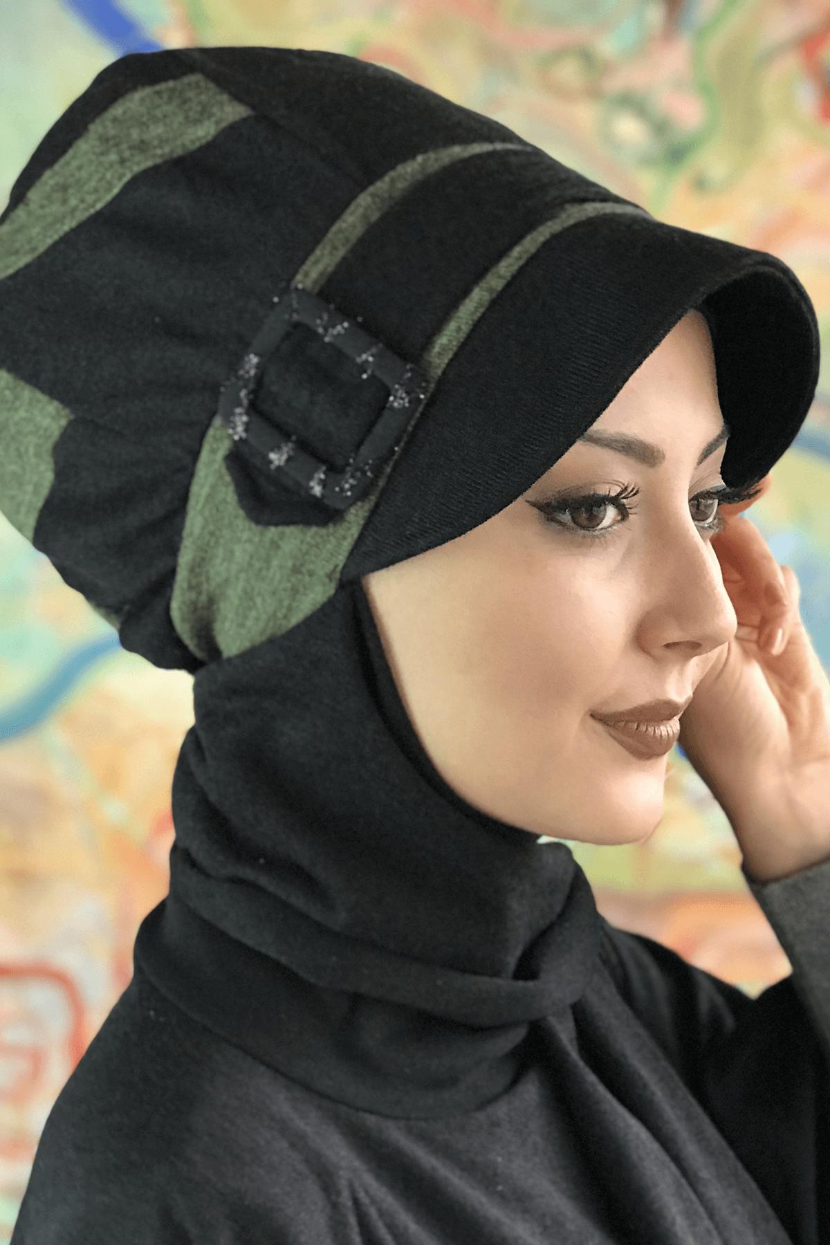 Siyah Çarkıfelek Atkılı Yeşil Şeritli Tokalı Şapka Şal