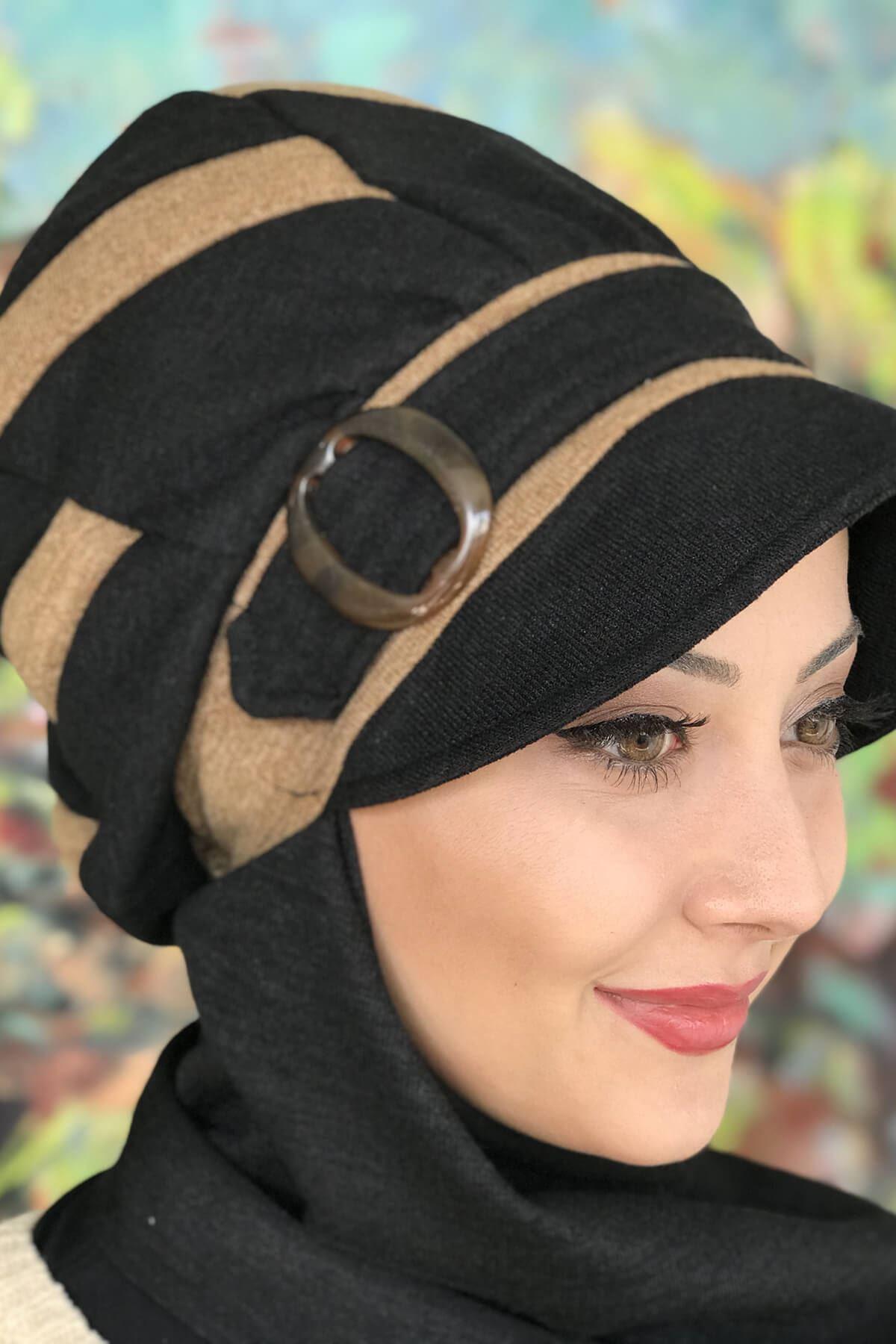 Siyah Çarkıfelek Model Açık Sütlü Kahve Atkılı Tokalı Şapka