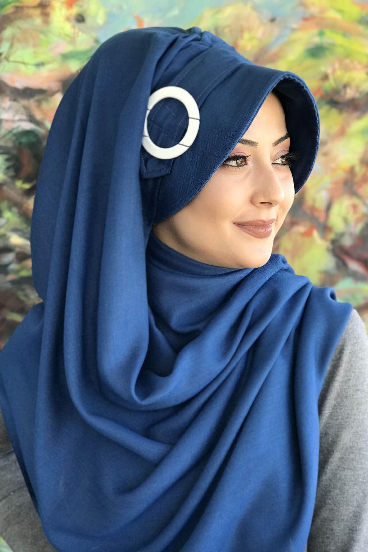 Koyu Mavi Renkli Tokalı Hazır Şapka Şal