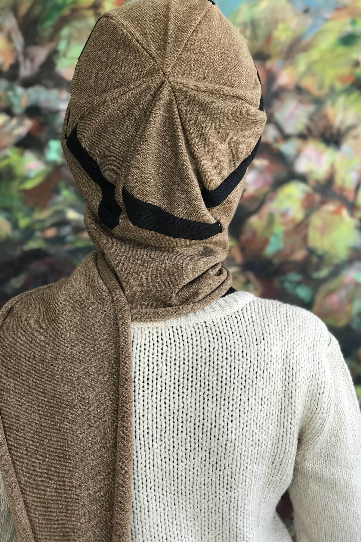 Baharat Bal Rengi Atkılı Siyah Şeritli Şapka