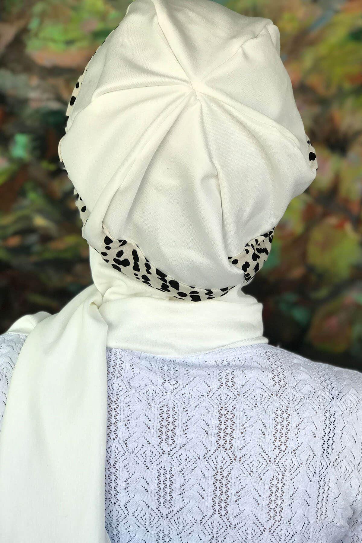 Kırık Beyaz Renkli Siyah Noktalı Çarkıfelek Model Tokalı Beyaz Atkılı Şapka