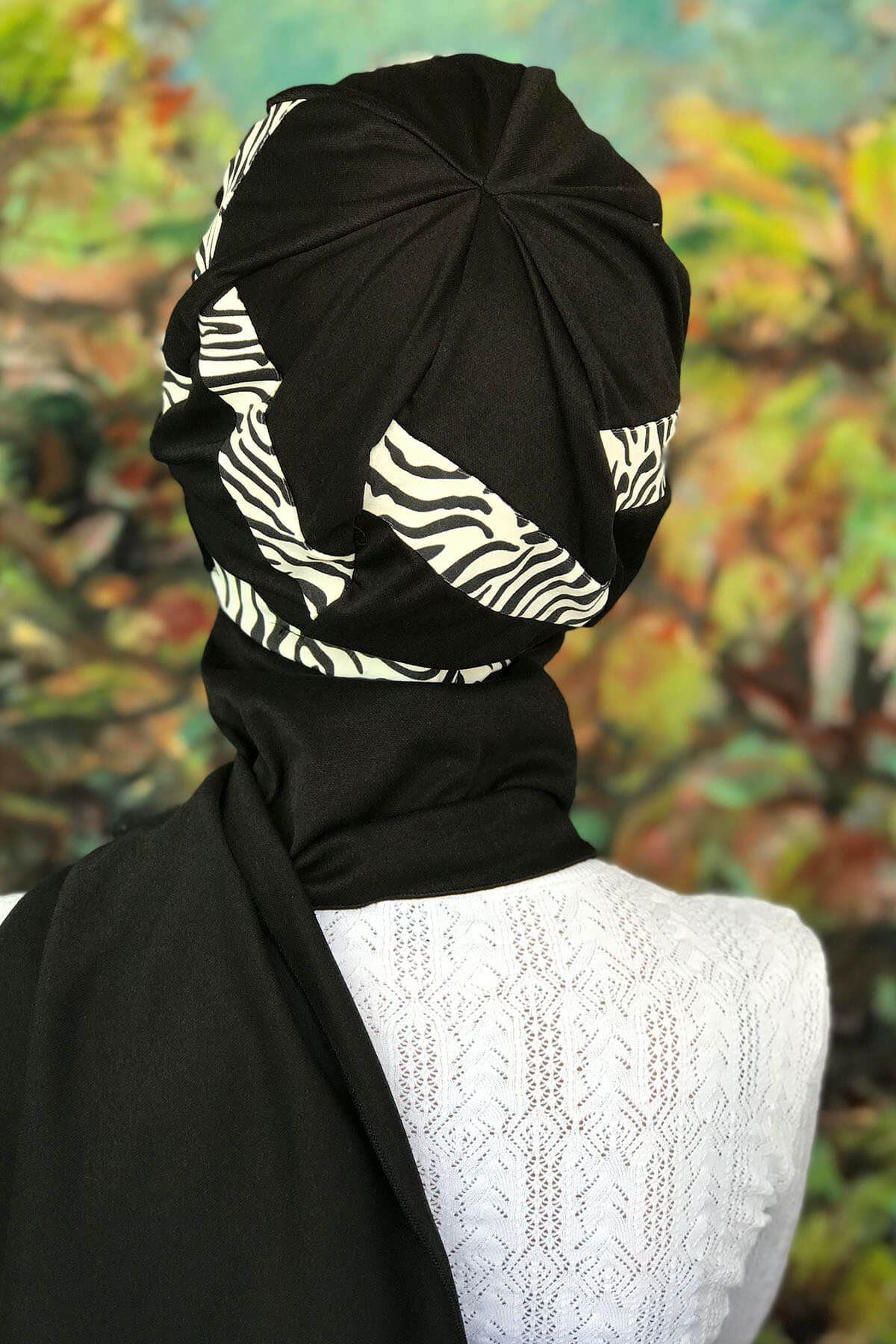 Beyaz Üzeri Siyah Zebra Desen Şerit Desen Tokalı Siyah Atkılı Bone