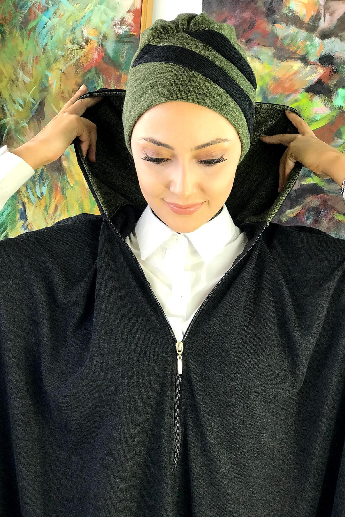 Koyu Gri Kadın Tesettür Panço & Yeşil Bone Kombin